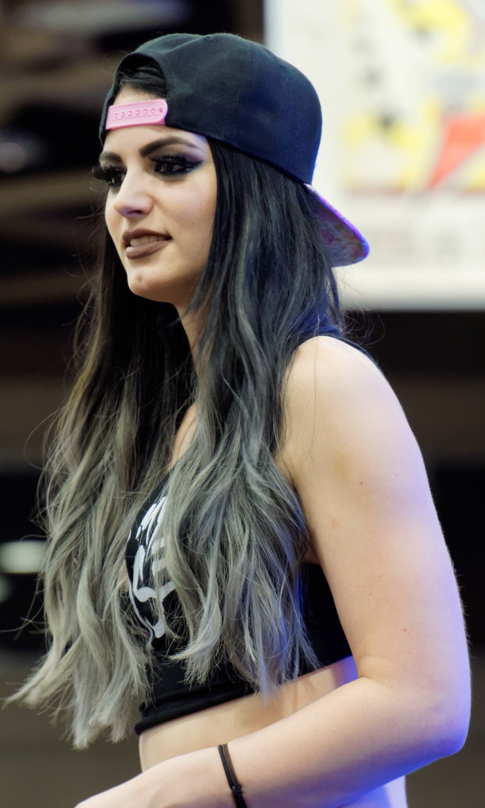 paige_wrestler_at_wrestlemania_32_axxess